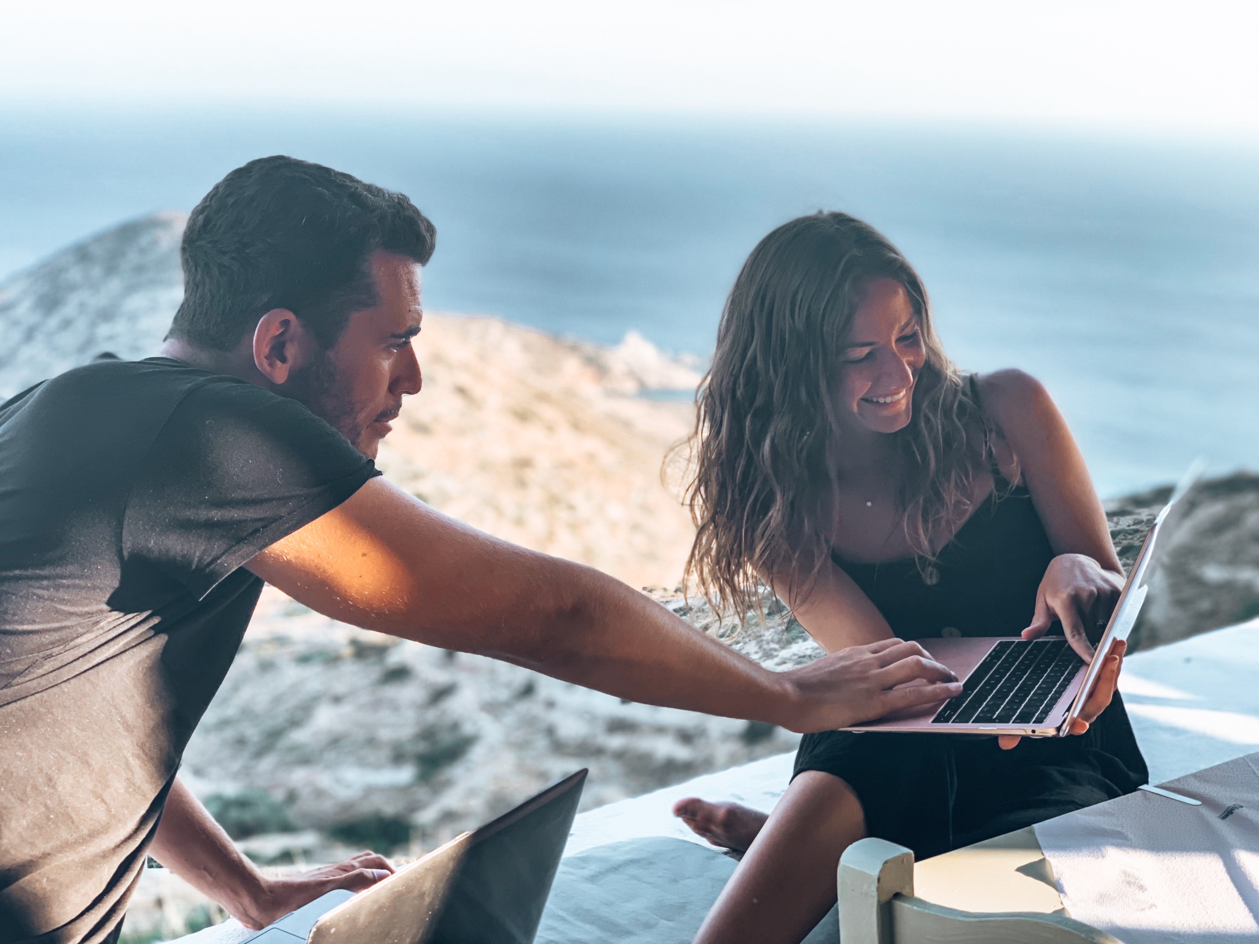 digital nomad couple